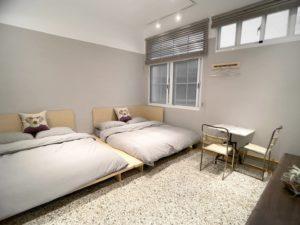 豪華四人房_室內空間_寬敞兩張雙人床